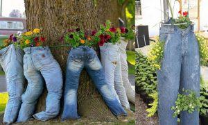 Berkebun Vertikultur di Celana Jeans Bekas