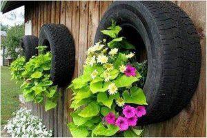 Berkebun Bunga Vertikultur Menggunakan Ban Mobil Bekas