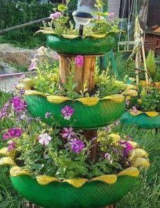 Membuat Kebun Bunga Vertikal dengan Ban Bekas
